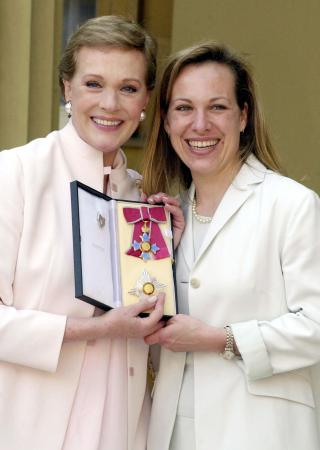 Julie Andrews on line.com The un-Offical Site